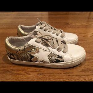 Steve Madden influencer snake/star sneakers